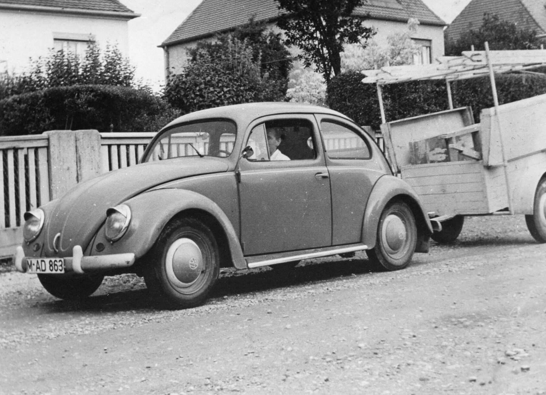 Richard Heckler senior im Jahr 1951 in seinem ersten Firmenwagen